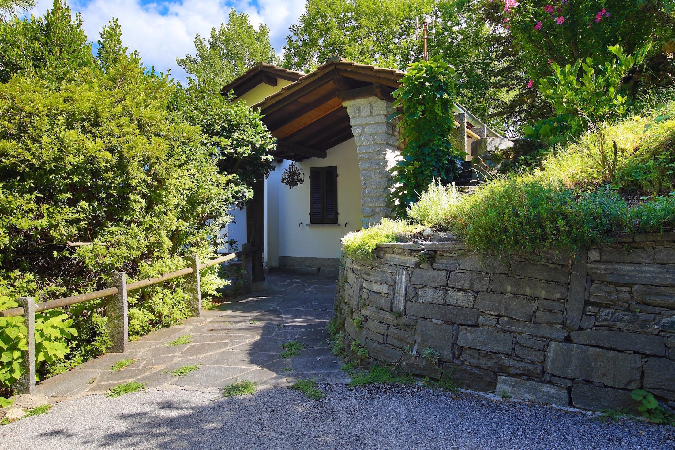 Immobiliare guerra locarno ticino svizzera casa con giardino paradisiaco - Case in affitto vigevano con giardino ...